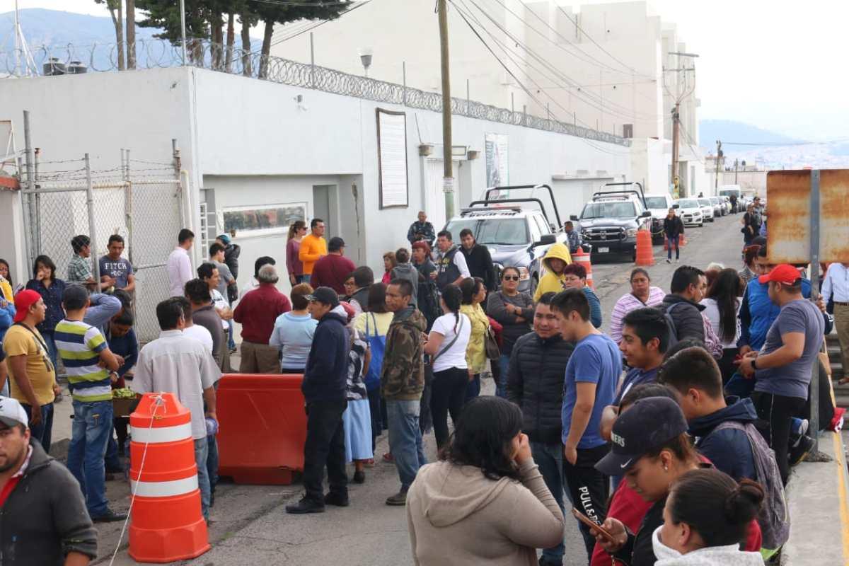Se manifiestan en el Cereso de Pachuca por la detención de Adelfa Zúñiga
