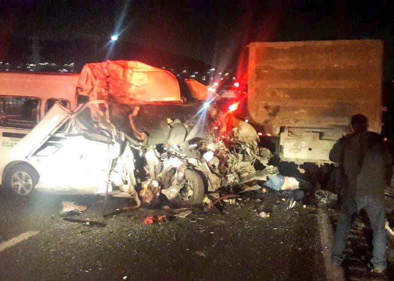 Suben a 14 los muertos tras accidente en la México-Pachuca