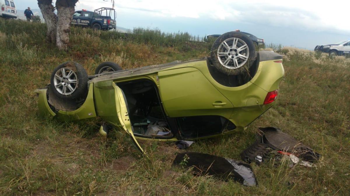 Sufre vehículo volcadura en la México-Pachuca