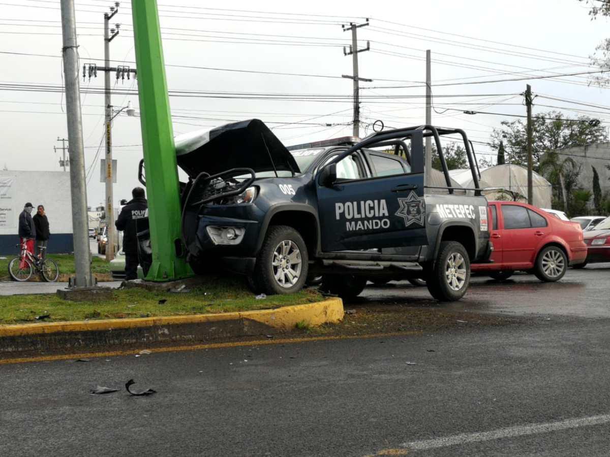 Patrulla impacta a un automóvil en Tulancingo; cuatro lesionados