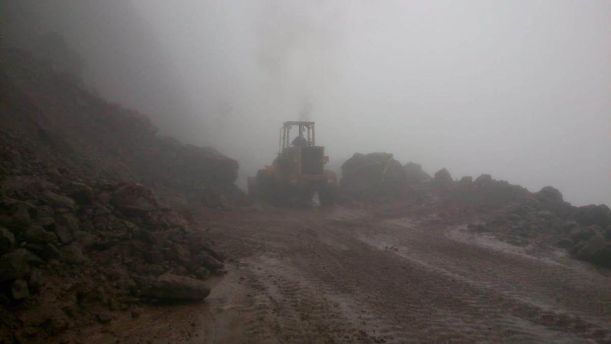Atienden derrumbes en la red carretera de Hidalgo