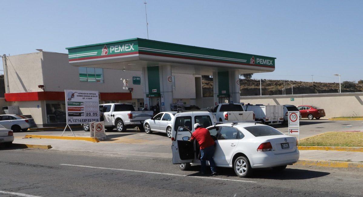 Dan a conocer gasolineras para cargar de acuerdo al engomado en Pachuca