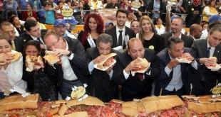 Hacen en Venustiano Carranza la torta más larga del mundo