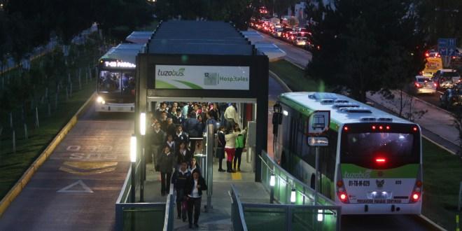 Asignó ayer a la empresa Vanguardia y Cambio SA de CV la operación y administración del Tuzobús.
