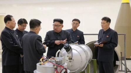 dictator langa bomba