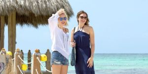 47-meters-down-mandy-moore & Claire Holt