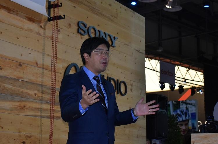 Kimura explaining Sony and Digital Photography