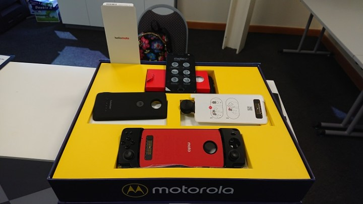 Experience of Motorola Mods – Moto 360 camera, Moto Turbopower pack & Moto Gamepad