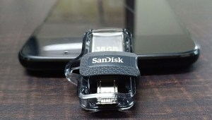 SanDisk Ultra Dual Drive M30 Profile shot