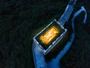 Airbnd-&-The-Great-Wall-of-China-Top-View
