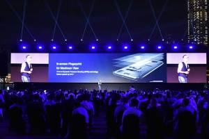 Clement-Wong_explaining-_about_in-screen_finger_print_sensor