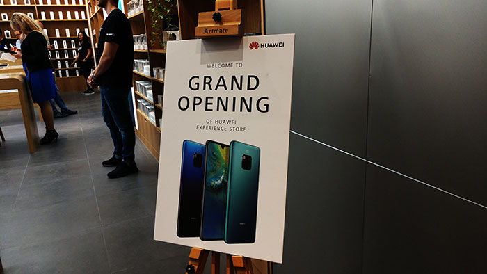 Grand_Opening_Huawei_Store_in_MOE