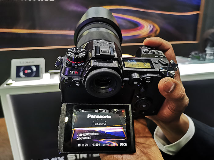 Panasonic_Lumix-S1R_&_S1_with-touch_screen