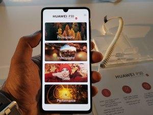Huawei-P30-Smartphone-Display-side