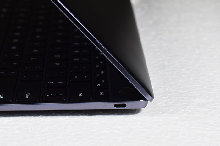 Huawei_MateBook_13-Leftside-USB_Type_C_port