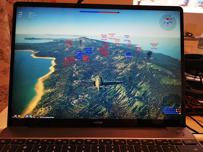 Huawei_MateBook_13-Playing-3D_game