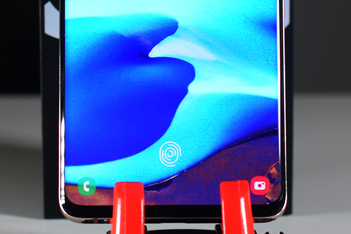 Samsung_Galaxy_S10Plus-the-Ultrasonic-Fingerprint-Scanner-in-the-display