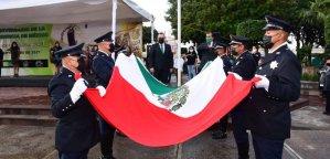 El solemne acto cívico efectuado en la plaza principal de Soledad, terminó con los debidos honores a la bandera