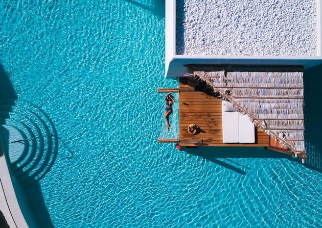 hotel-na-grchkiot-ostrov-krit-ima-bungalovi-nad-voda-isto-kako-na-maldivite-foto-07.jpg