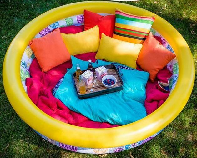 letna-foto-ideja-kako-i-vozrasnite-da-uzivaat-vo-detskiot-bazen-1.jpg