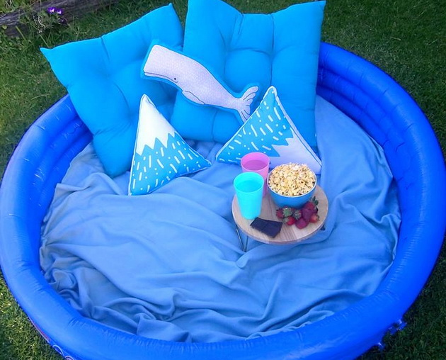 letna-foto-ideja-kako-i-vozrasnite-da-uzivaat-vo-detskiot-bazen-4.jpg