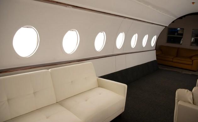 fateni-vo-laga-povekjeto-fotografii-na-influenserkite-vo-privatni-avioni-se-napraveni-vo-studio-08.jpg