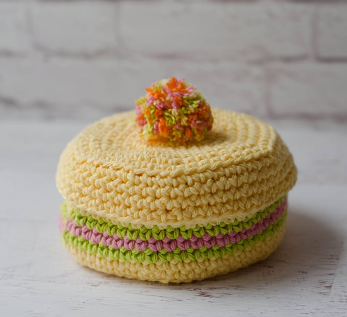 What a pretty crochet coaster holder!  Free pattern crochet coaster pattern!