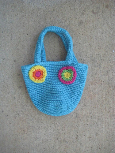 crochet bag with crochet circles