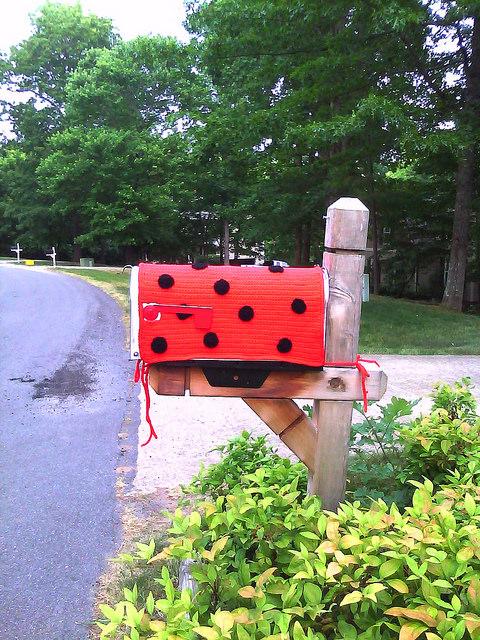 Mailbox crochet cozy