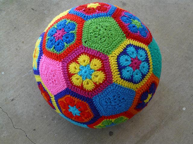 How to make an African Flower soccer ball - Crochetbug