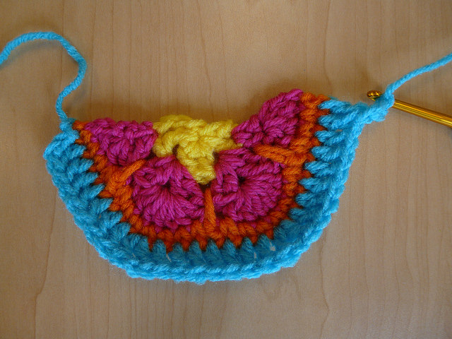crochet border for a crochet hexagon half