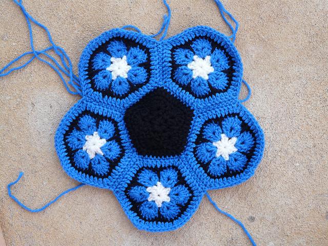 duke blue, crochet soccer ball, crochetbug, duke blue devils, crochet flower, crochet hexagons, crochet hexagon, crochet ball