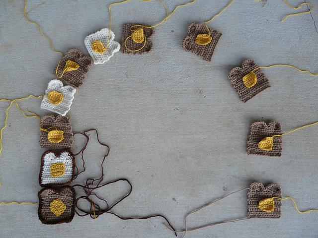 crochetbug, crochet toast, crochet scarf, twinkie chan design, crocheted, crocheting