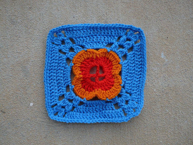 crochet flower center crochet square