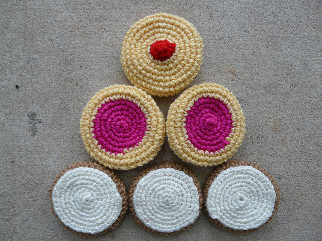 six crochet cookies