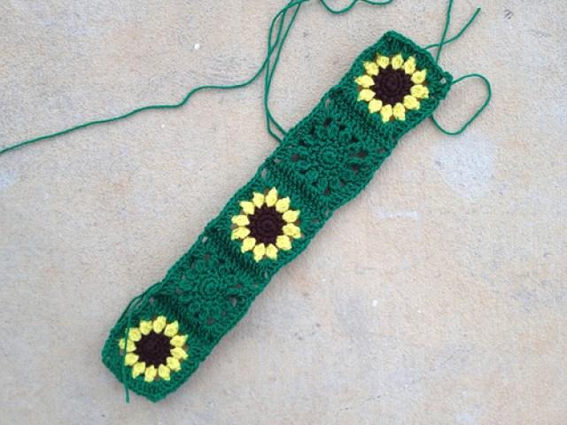 six crochet squares, crochetbug, crochet flowers, crochet flower, crochet square, crochet blanket, crochet afghan, crochet throw, green, verde, vert