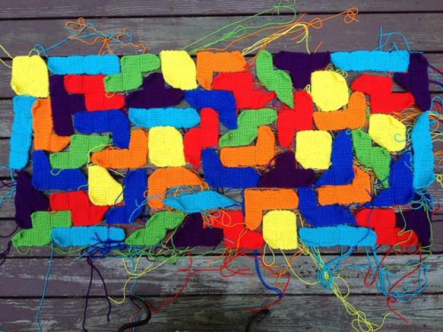 arrangement of crochet tetrominos