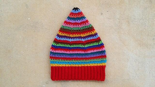 scrap busters crochet hat, crochetbug, crochet beanie, scrap yarn, crochet stripes, multicolor crochet