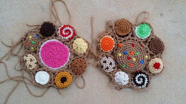 two crochet cookie motifs