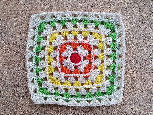 popping granny square motif