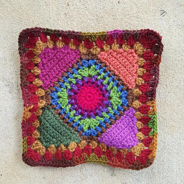 cherry cola granny square for a crochet bag