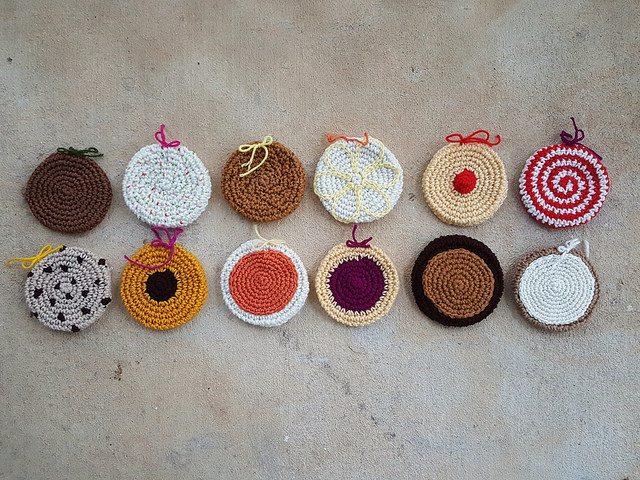 thirteen crochet cookies for a crochet scarf