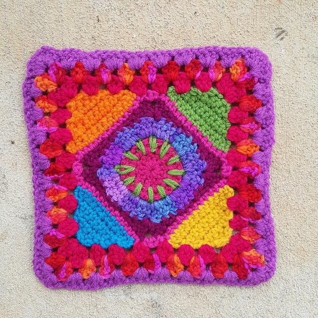 A crochet granny square for a future flat bag
