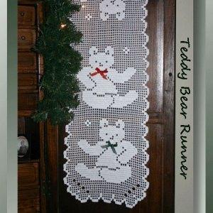 Teddy Bear Runner - filet crochet pattern for a Christmas table runner - CrochetMemories.com