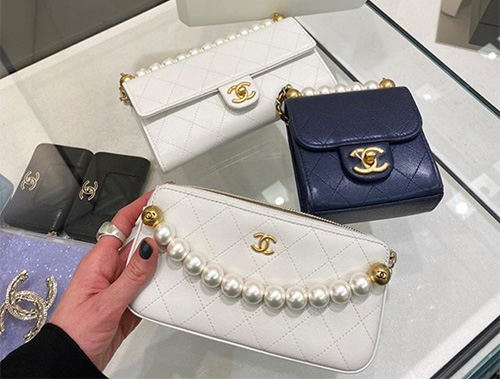 Chanel Pearl Short Handle Clutch With Chain thumb