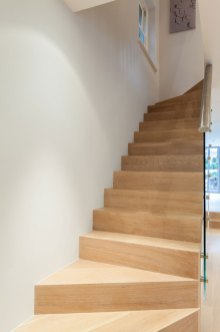Stairs-to-basement-2