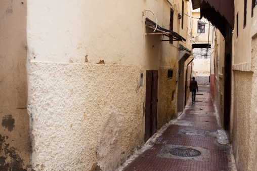 Walking in the alleys of Meknes