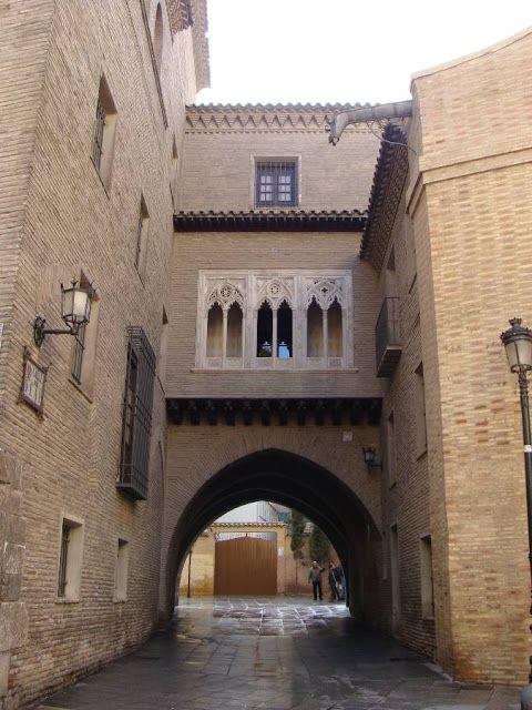 Arco_y_Casa_del_Dean_Zaragoza
