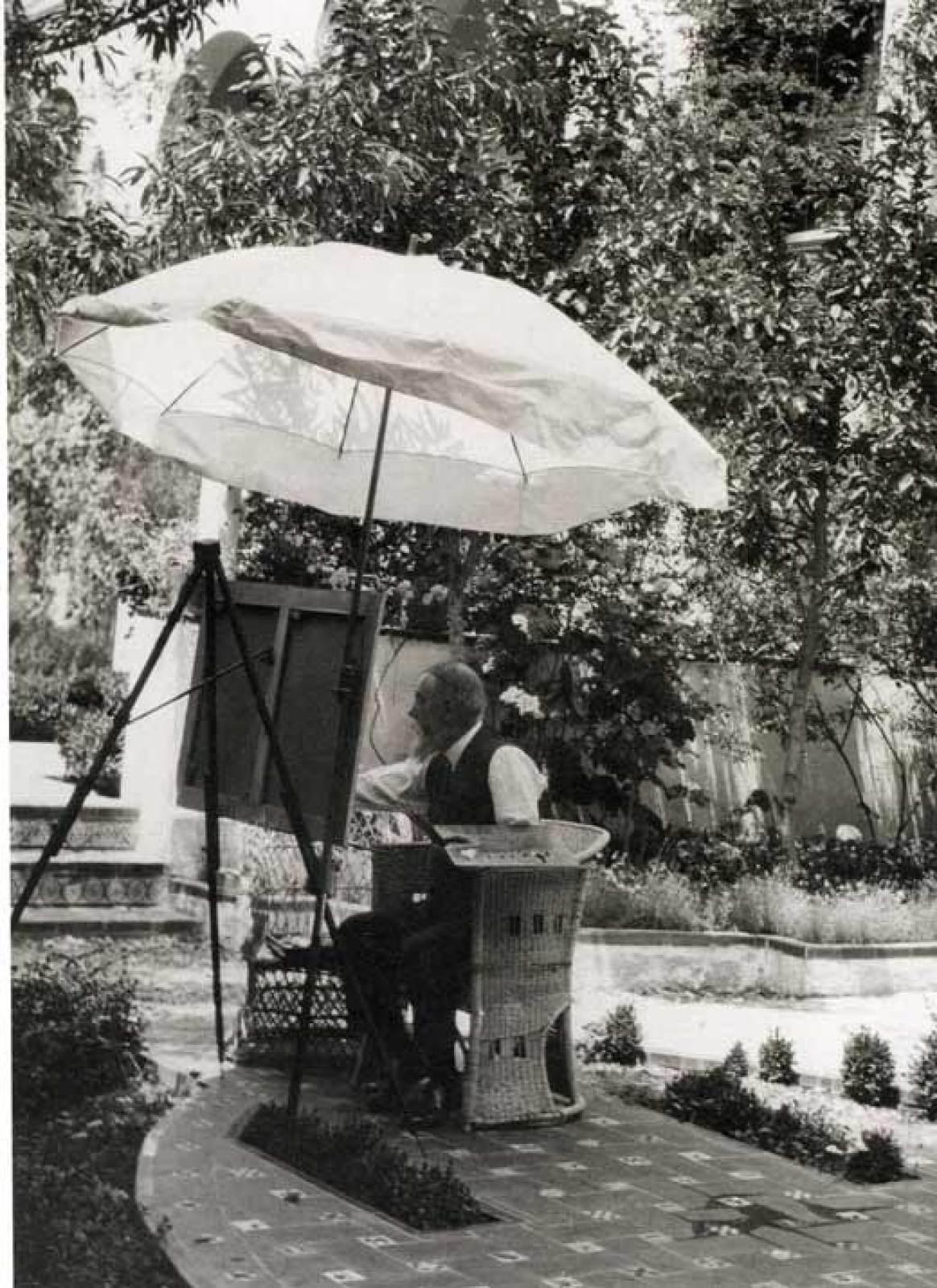 Joaquín Sorolla pintando en su jardín