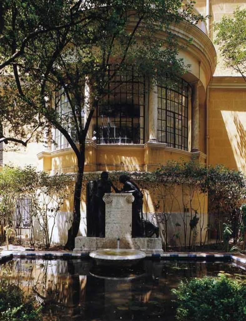 La rotonda del Salón de la Casa y la Fuente de las Confidencias